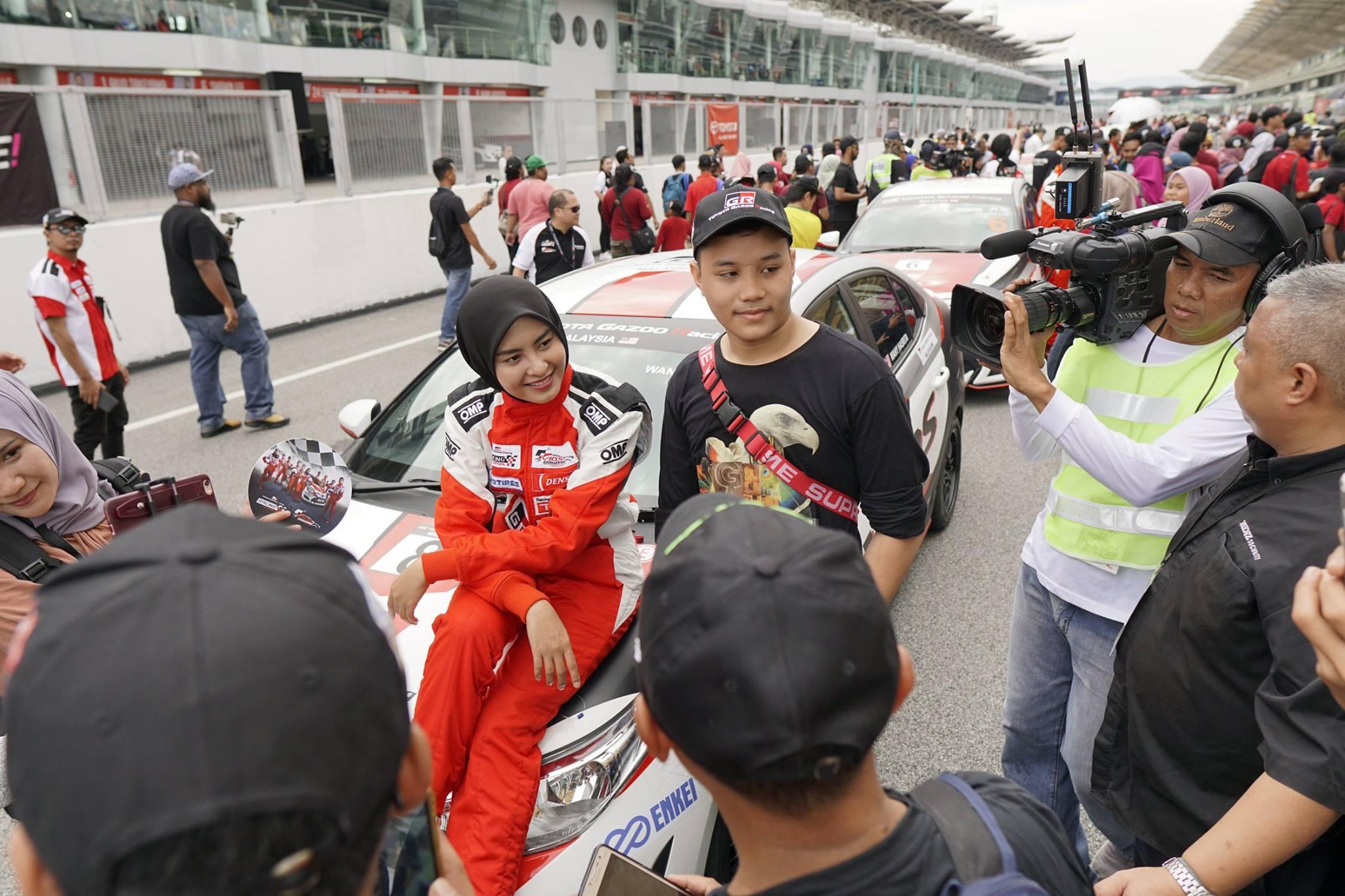 """Another Race Queen, Jangan Ingat Awek Sopan Takleh Racing"" -Coach Wany"