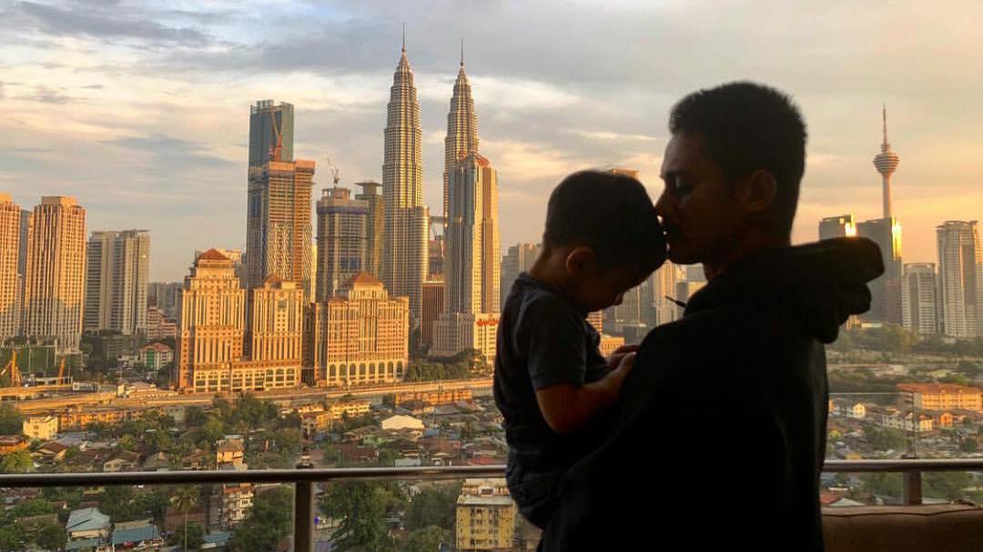 Keakraban Hairul Dengan Bapa & Anak Bikin Sebak, Tapi Foto Last Jadi Perhatian!