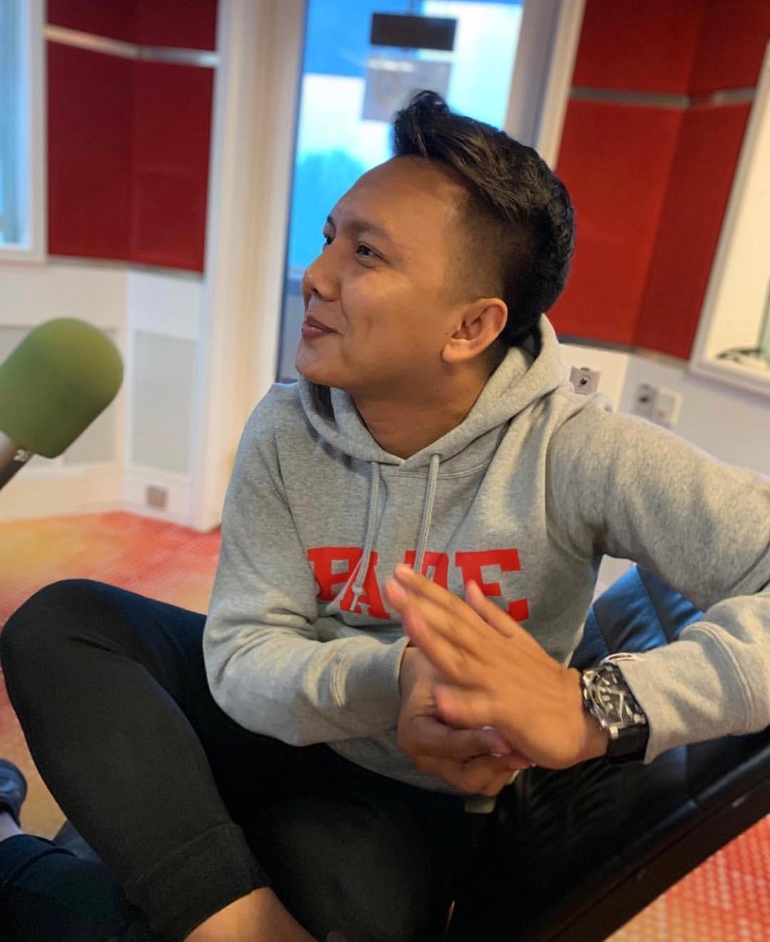 """""""Berapa Gaji DJ Radio? Masyuk Semacam Je Dapat Bercuti Macam Datuk Datin"""""""