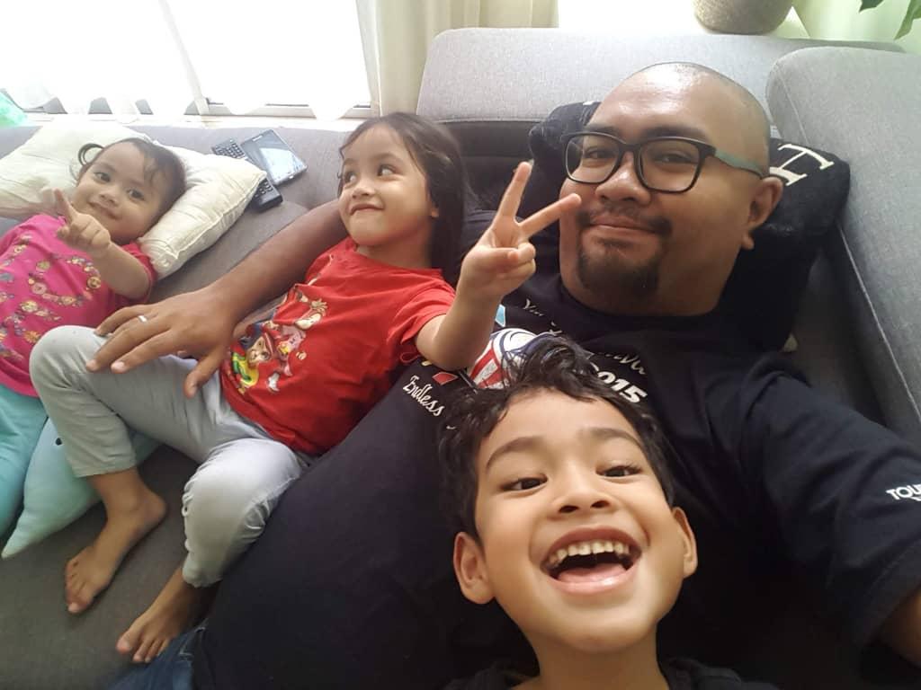 Pelik Nampak Ayah Bersanding Dengan Wanita Lain, Tak Sangka Rupanya Ibu Sendiri