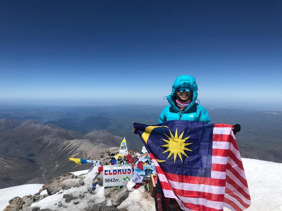 Kibar Jalur Gemilang Di Puncak Gunung Elbrus, Pelajar Form 4 Ini Raih Perhatian