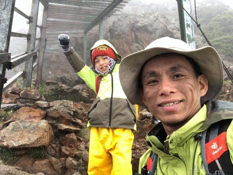 591 Hari Sudah 'Pergi', Tapi Anak Masih Gigih Bawa Potret Ibu Teman Daki Gunung