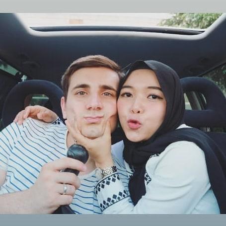 [VIDEO] Isteri Prank Make Up Tebal & Mahu Buka Tudung, Reaksi Suami Lucu Habis