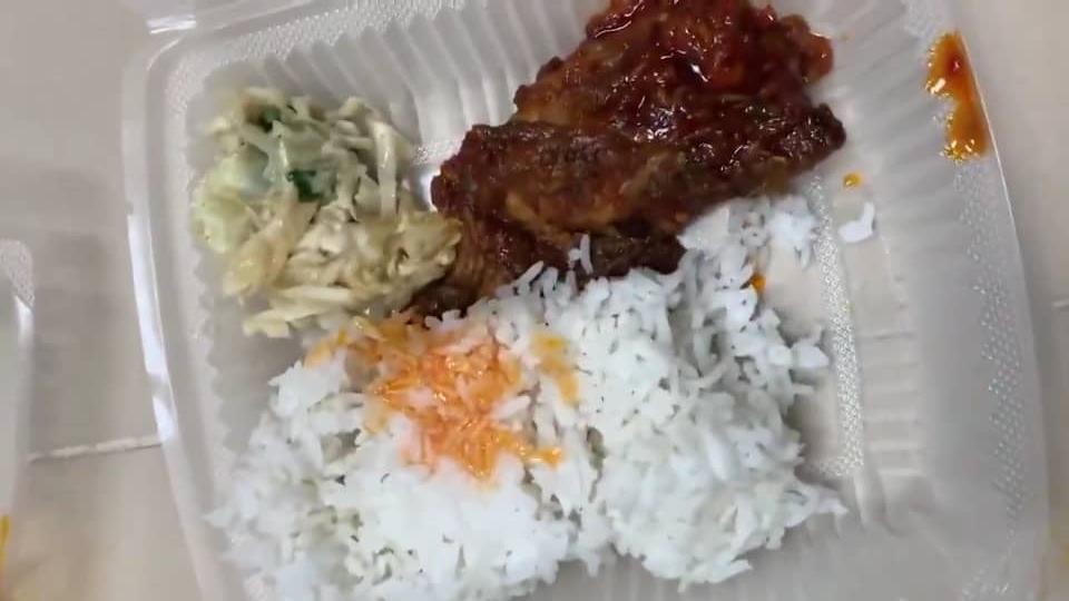 [VIDEO] Pelajar Tunjuk 'Trick' Guna Bekas Makanan, Rupanya Ramai Baru Tahu