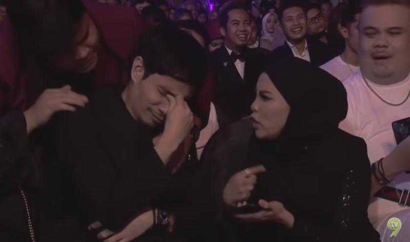 Putih Mata Zizan Sambar Trofi Artis Komedi, Reaksi Jihan & Mark Lucu Habis