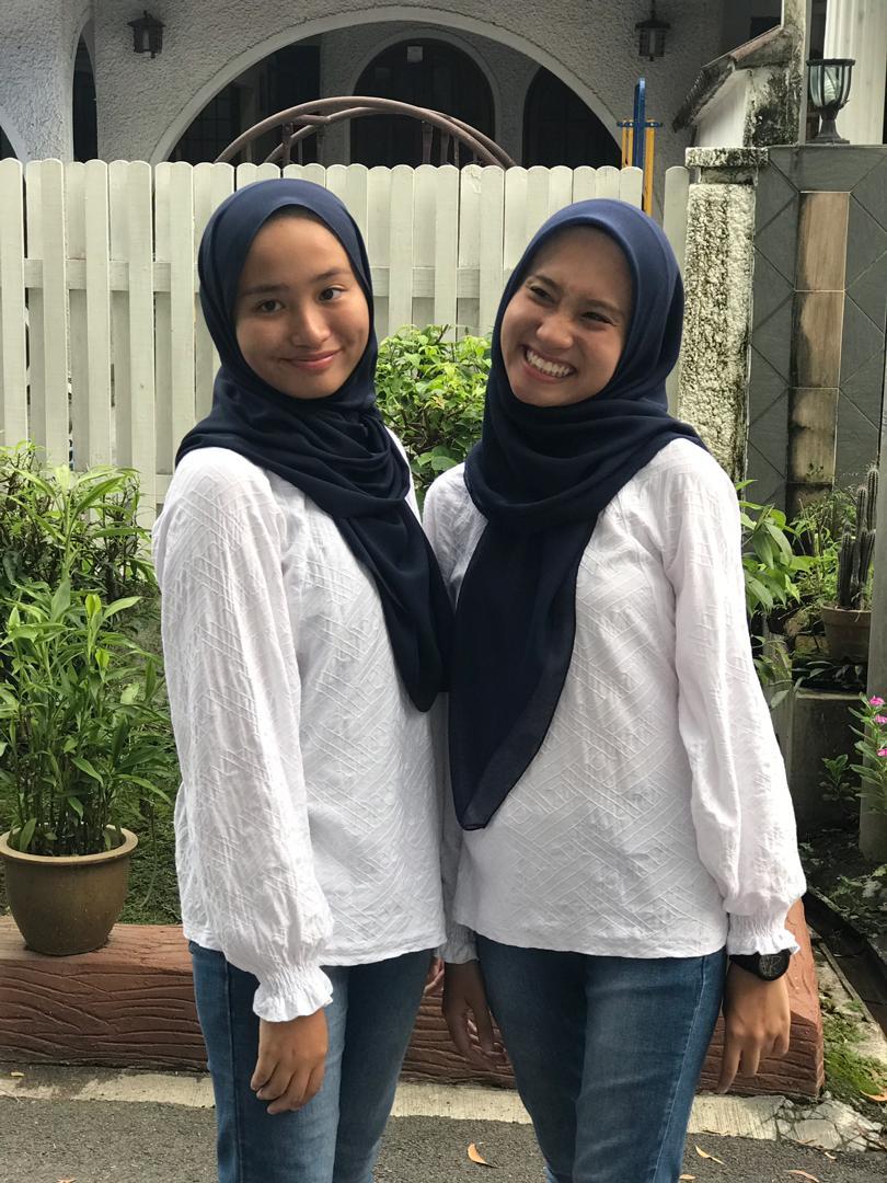 """[FOTO] """"Tahun Depan Dah Umur 17 Tahun, Kami Kena Pakai Baju Sama Lagi Ke Mama?"""""""