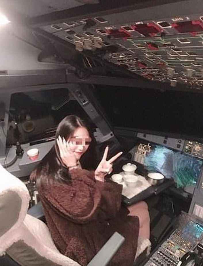 Pilot Ini Diharamkan Bawa Pesawat Seumur Hidup Biar Girlfriend Posing Di Kokpit