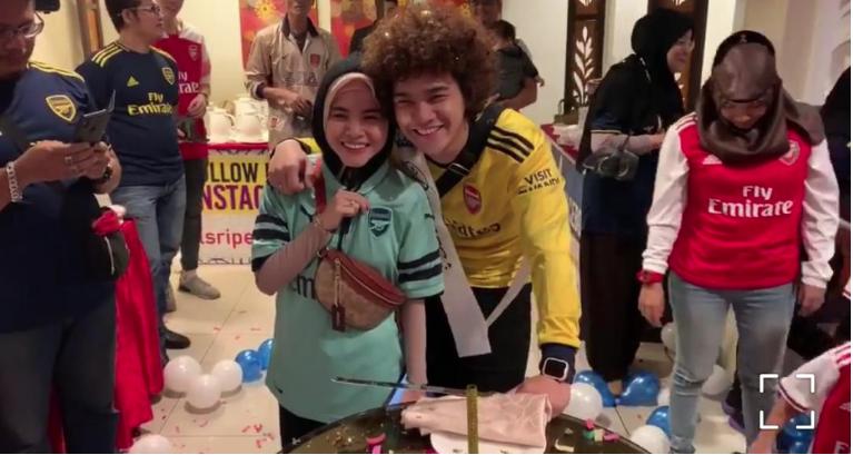 Ardell Surprise Birthday Buat Suami Siap Pakai Jersi Arsenal Sweet Habis