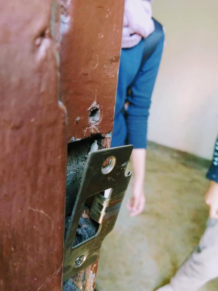 Bukan Pecah Masuk Saja, Habis Setiap Katil & Pintu Bilik Dicalit 'Minyak Dagu'