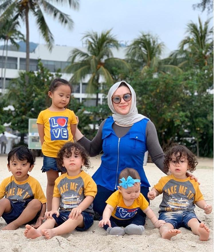 Suka Sedondonkan Anak-Anak, Zizie Izette Tak Kisah Beli Baju RM10 Asalkan Kemas