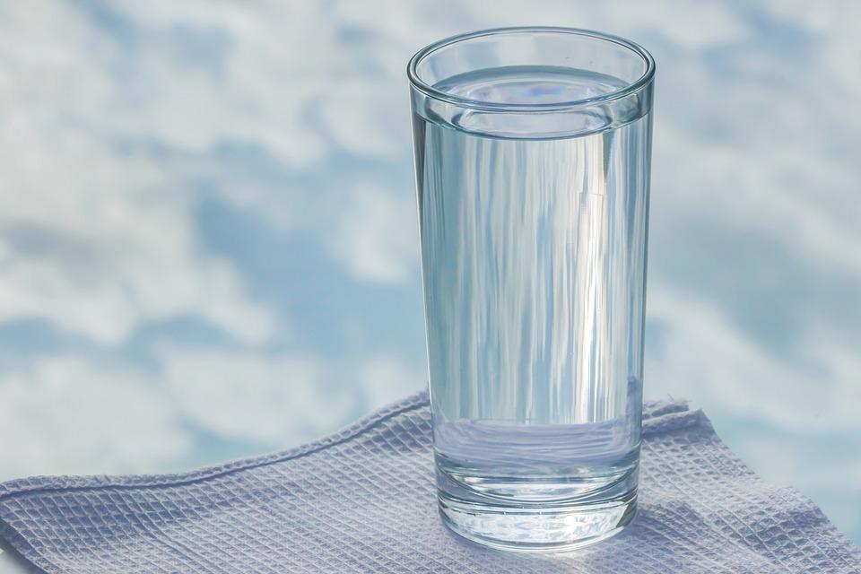 Minum 'Bergelen' Air Putih Kononnya Boleh Slim, Rupanya Boleh Jadi Punca Sawan