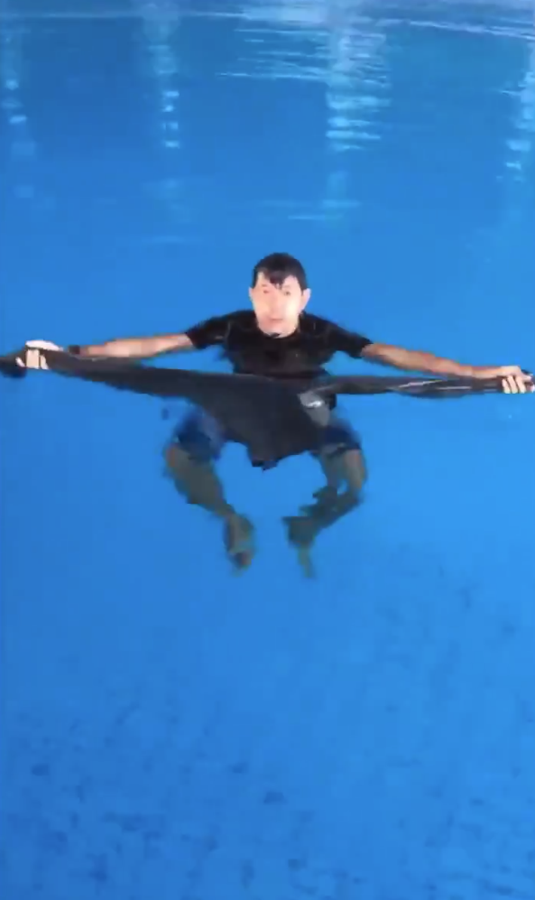 Viral Video Ikat Seluar Jadi Pelampung Elak Tenggelam, Netizen Risau Benda Lain