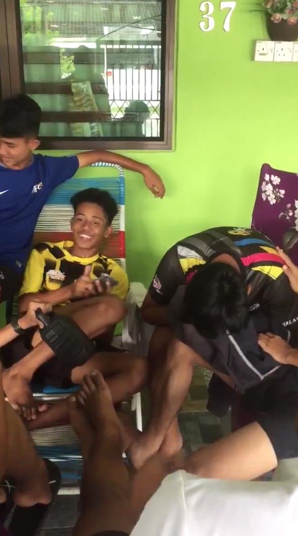 [VIDEO] Member Dah Pujuk Tapi Masih Nangis, Pemuda Broken Dikecewakan Buah Hati