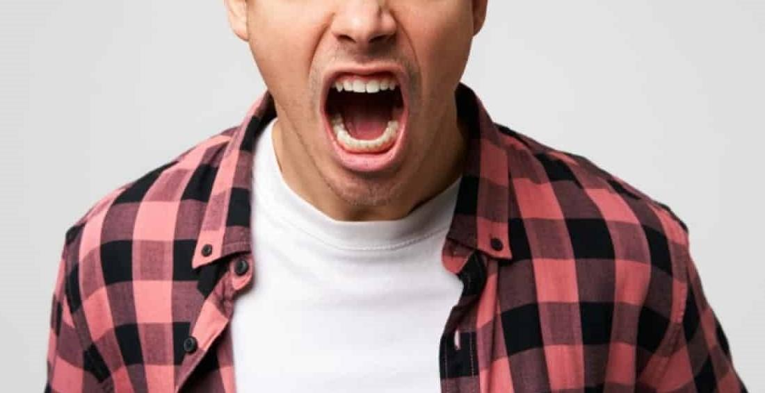 Walaupun Dah Pakai Uniform Khas, Staf OKU Ditengking Sebab Tak Dengar Customer