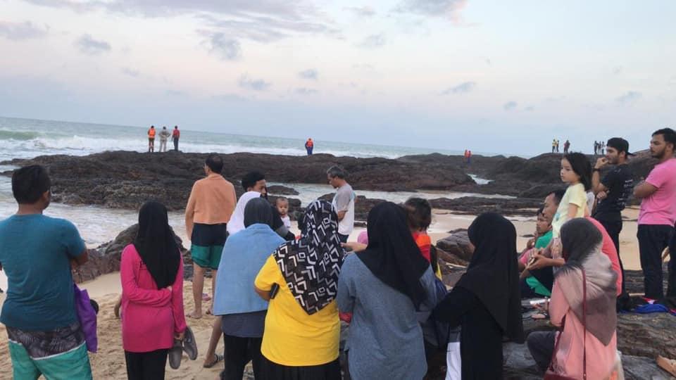 "[VIDEO] ""Pulanglah Am""-Remaja Hilang Sewaktu Mandi Laut Sempat Muat Naik Status"
