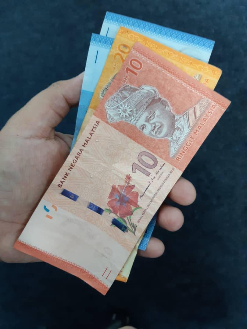 """""""RM30 Dulu Boleh?""""-Cikgu Hampir Menangis, Ibu Terpaksa Bayar Ansur Yuran Anak"""