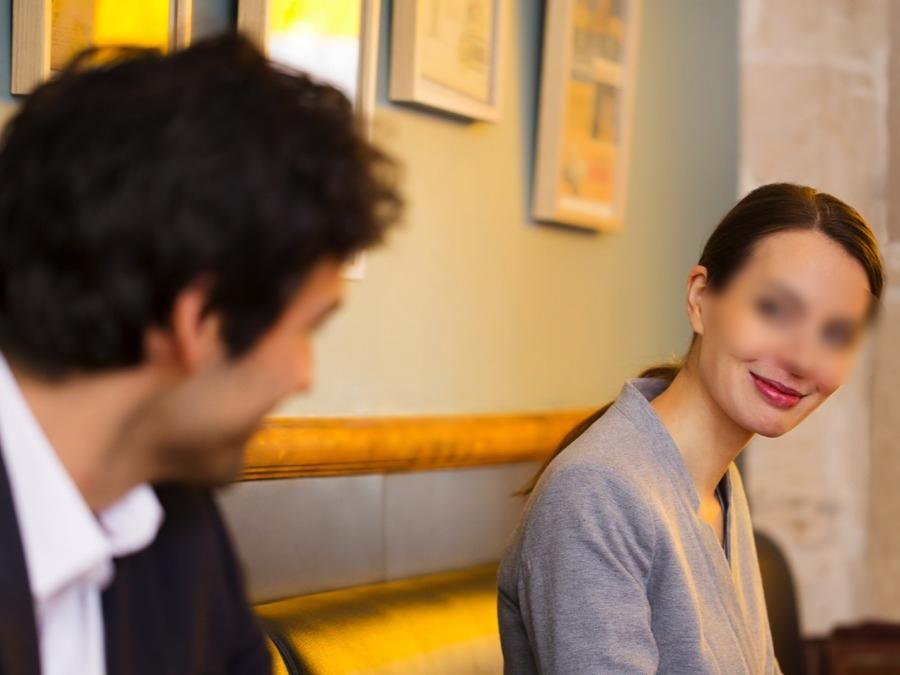 Wahai Wanita, Semak 5 Tanda Awal Ini Agar Suami Tak Dirampas Kawan Baik Sendiri