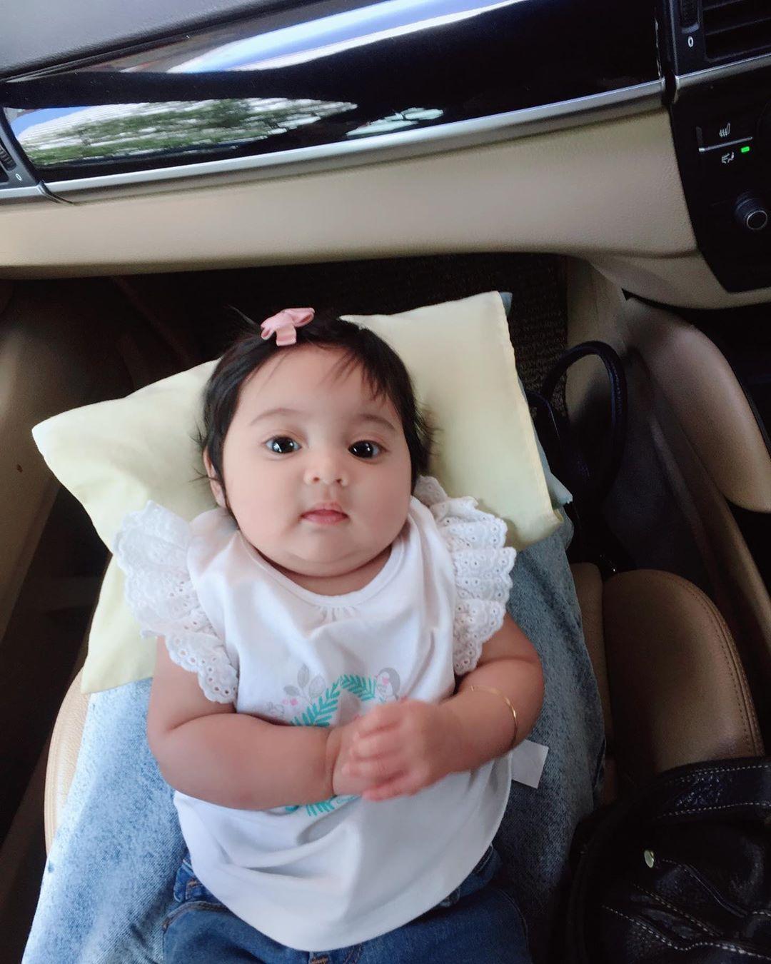 [FOTO] Pejam Celik Dah 3 Bulan, Kecomelan Baby Azura Buat Netizen Geram