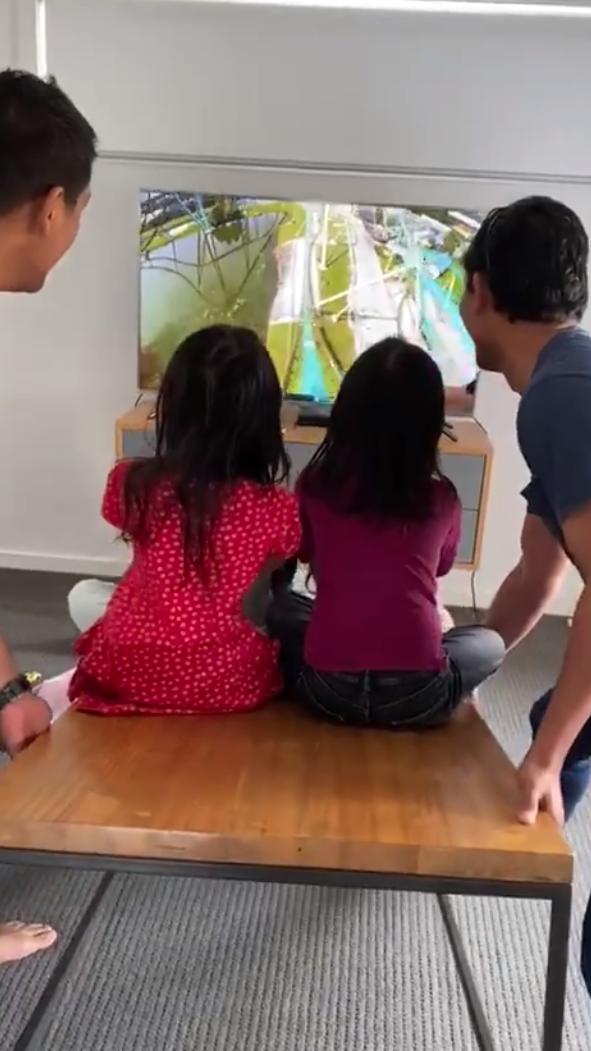 Anak Tak Dapat Naik Roller Coaster Di Theme Park, Bapak-Bapak Ini Guna Idea Win