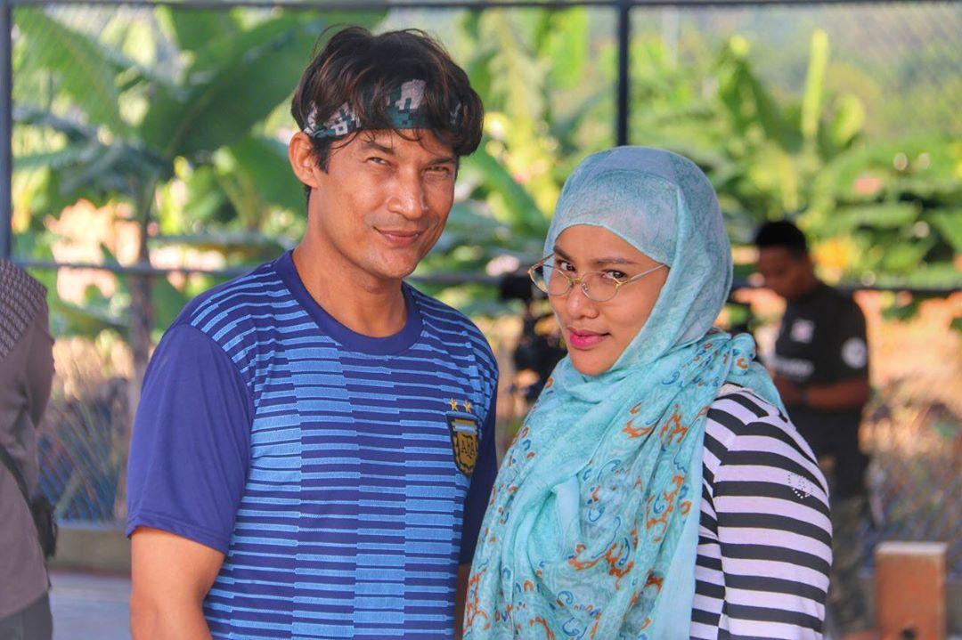 Tambah Kemesraan Suami Isteri, Rutin 'Pillow Talk' Abu & Minah Wajar Dicontohi