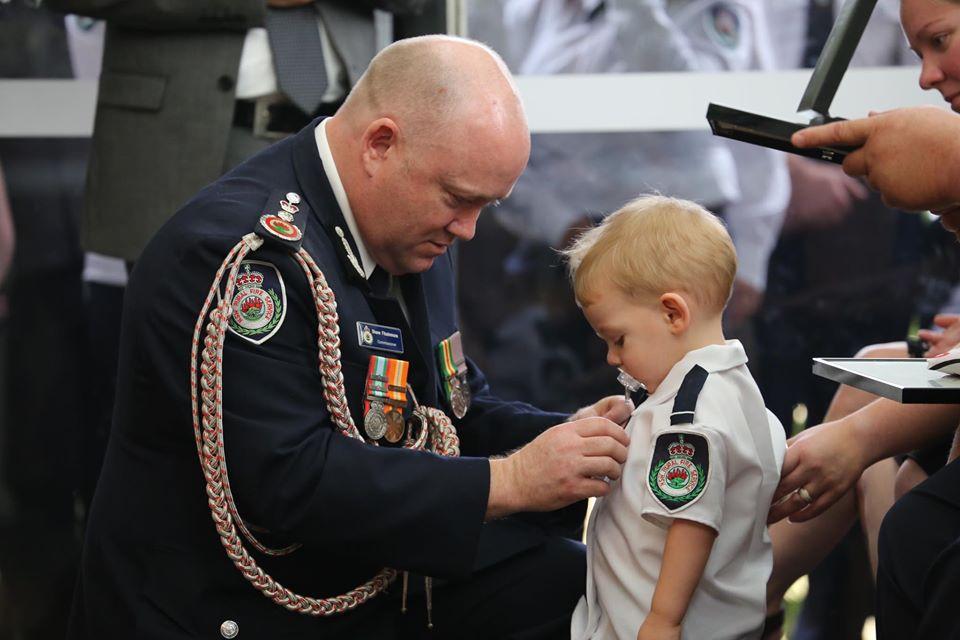 Tragedi Australia Ragut Nyawa Bomba, Anak Dipakaikan Pingat Sambil Hisap Puting