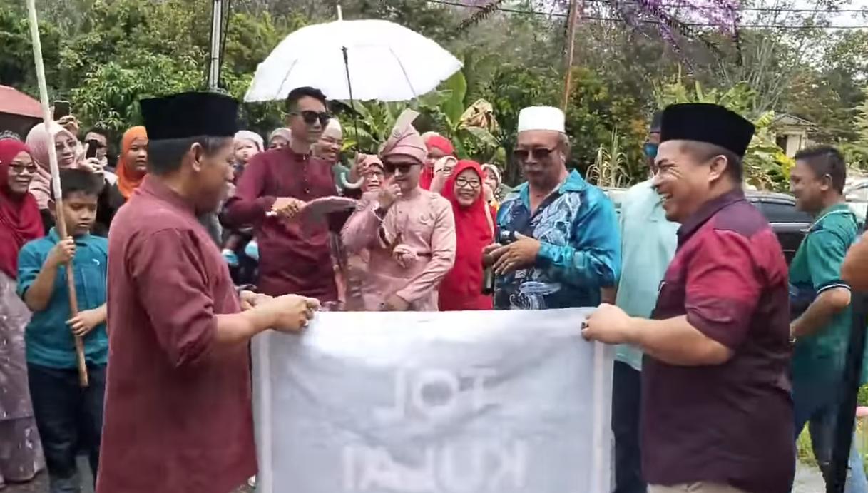 [VIDEO] Adat Meriah Wedding Di Johor, Pengantin Lelaki Pening Kena Bayar 3 Tol