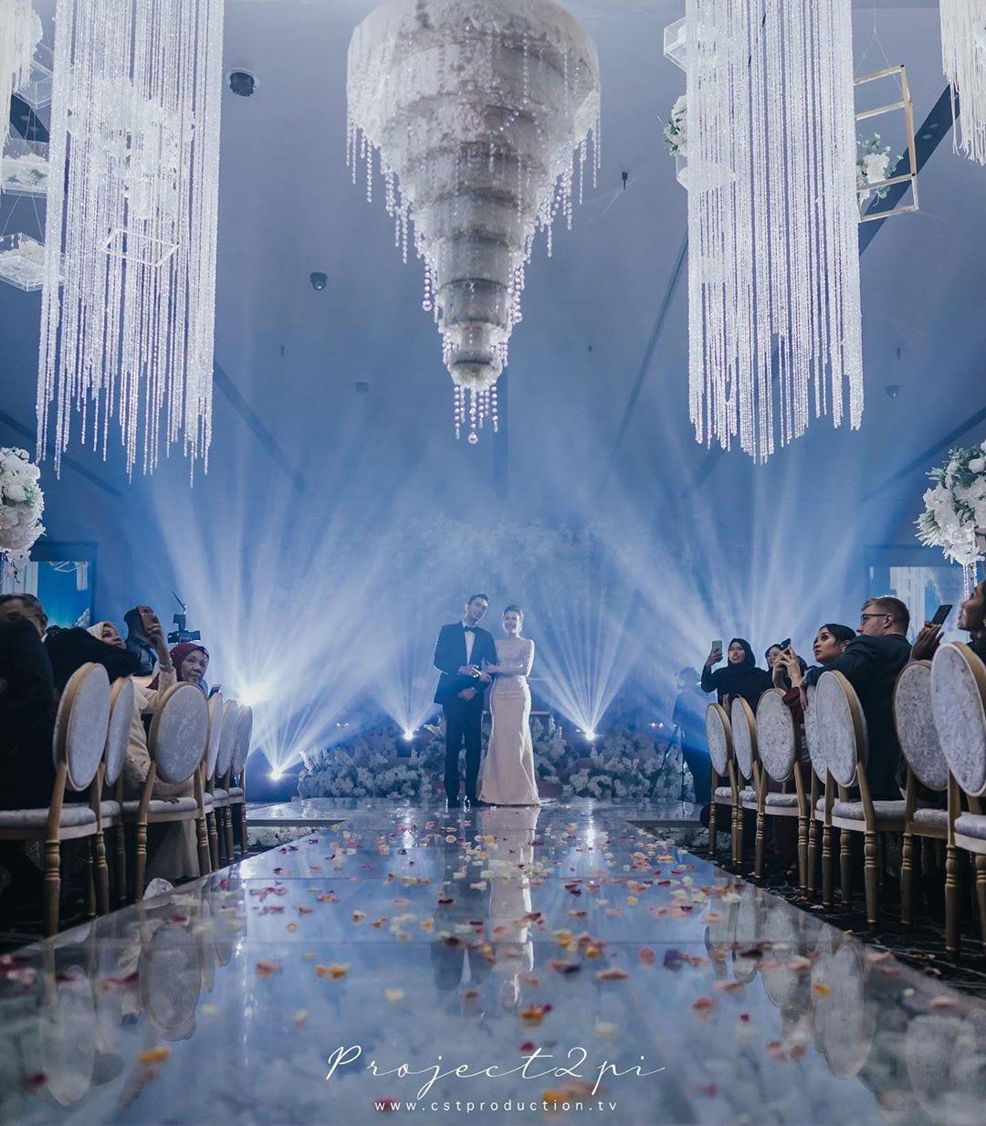 [VIDEO] Ramai Terkejut Kek Kahwin Zahirah & Aiman Terbalik, Bukan Biasa-Biasa