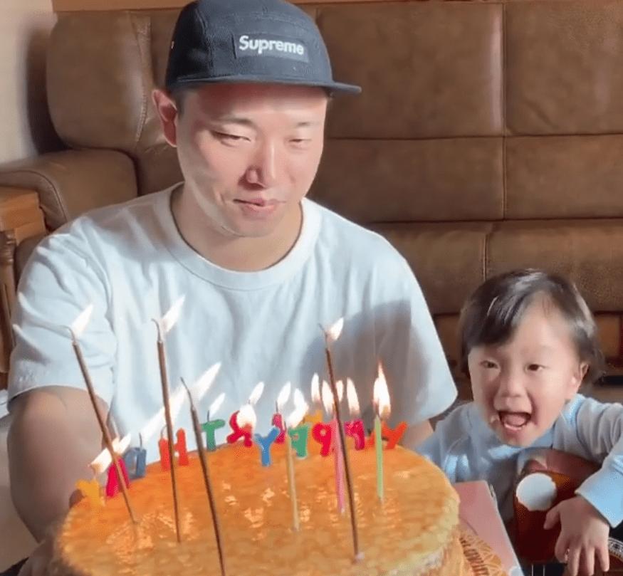 [VIDEO] Nyanyi Sambil Main Gitar, Kang Gary Terhibur Lihat Anak Wish Birthday