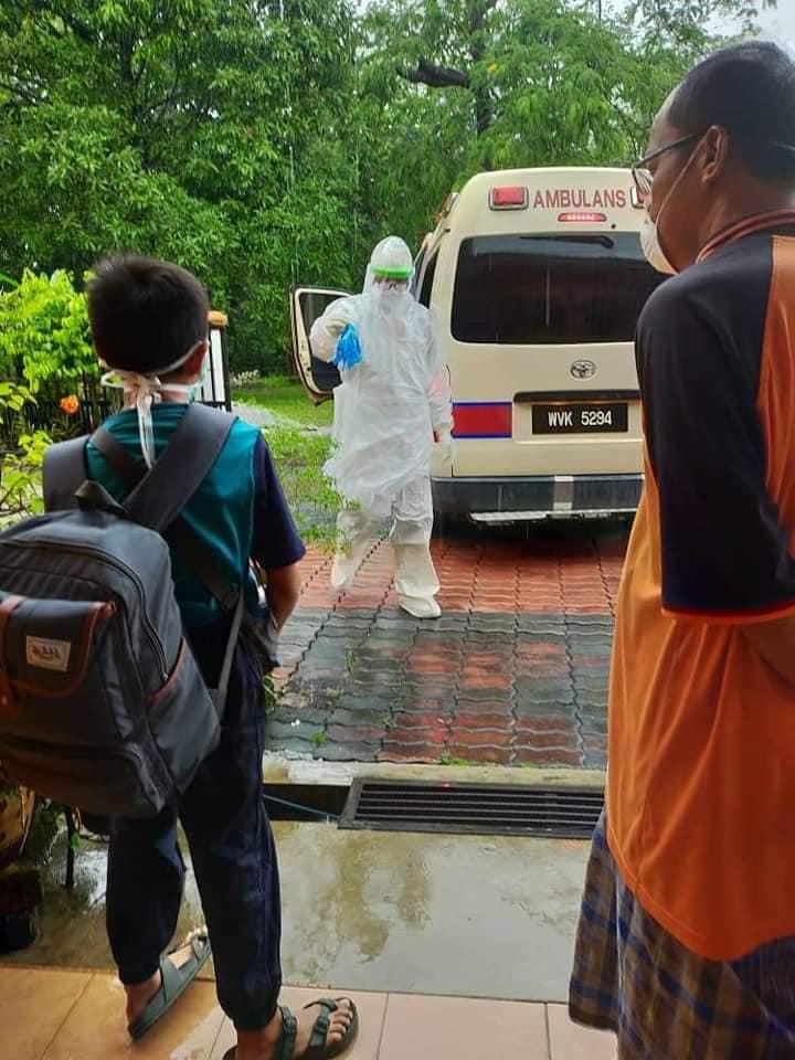 Ambulans Bawa Pergi Budak Sekolah Positif COVID-19, Ibu Ayah Tak Boleh Temankan