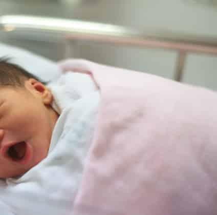Jangan Biarkan Melarat, Mak-Mak Kena Ambil Tahu Tanda Demam Kuning Bayi