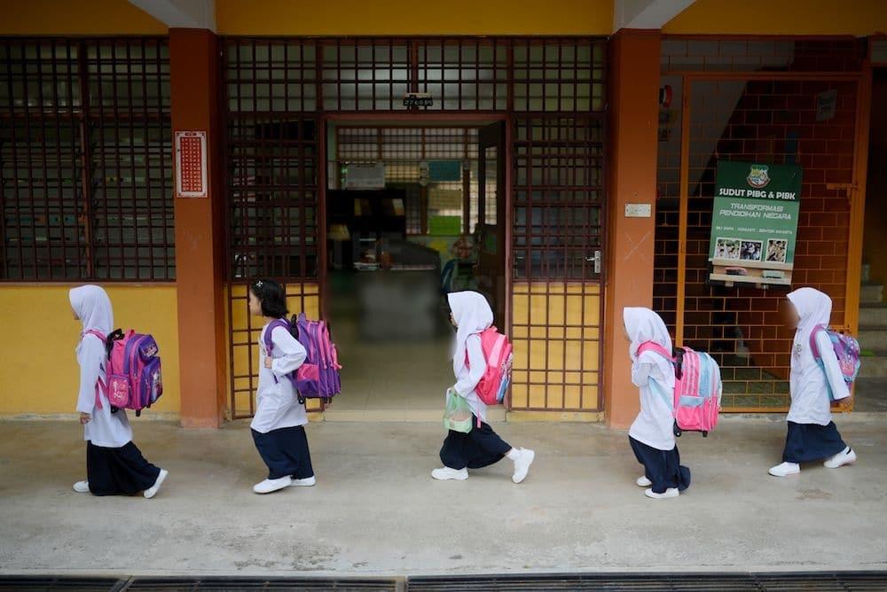 Sekolah Tutup Sebab COVID-19, Netizen Dengki Tergamak Desak Gaji Cikgu Dipotong