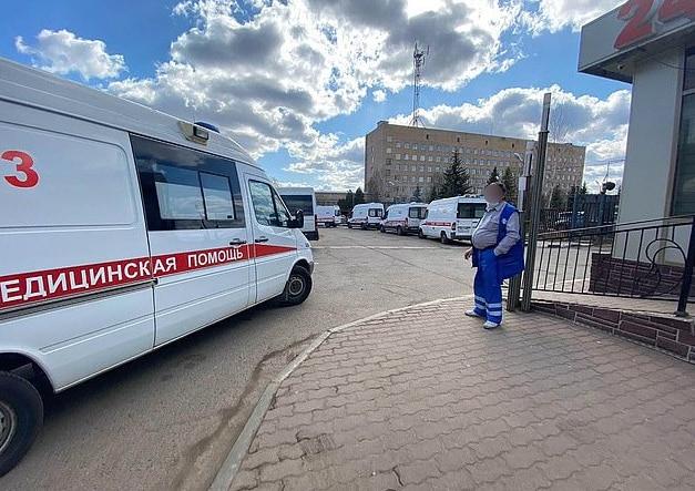 45 Ambulans Bersusun Di Jalan, Beratur Sampai 15 Jam Nak Masuk Pusat Perubatan