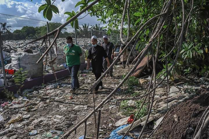 20 Tahun Hidup Di Tapak Pembuangan Sampah, Ebit Lew Sebak Kisah Warga Emas Daif