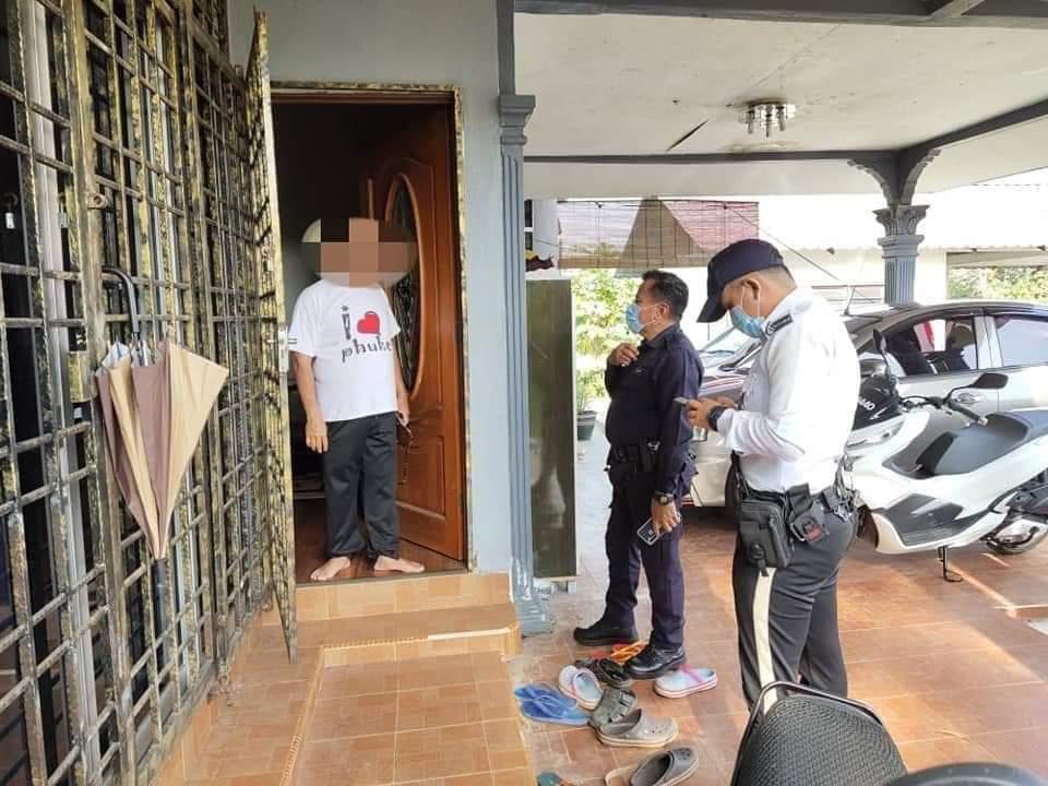 Luar Rumah Penuh Kenderaan, Awas Jangan Sampai Polis Jadi Tetamu Di Hari Raya