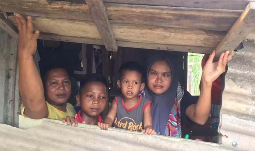 Enggan Susahkan Orang Lain, Kandang Lembu Jadi 'Syurga' Buat 5 Beranak Daif