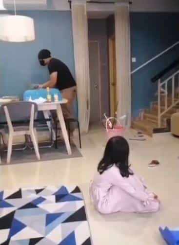 Menyamar Jadi 'Orang Aircond', Sebak Anak Masih Kenal Walau Terpisah 7 Bulan