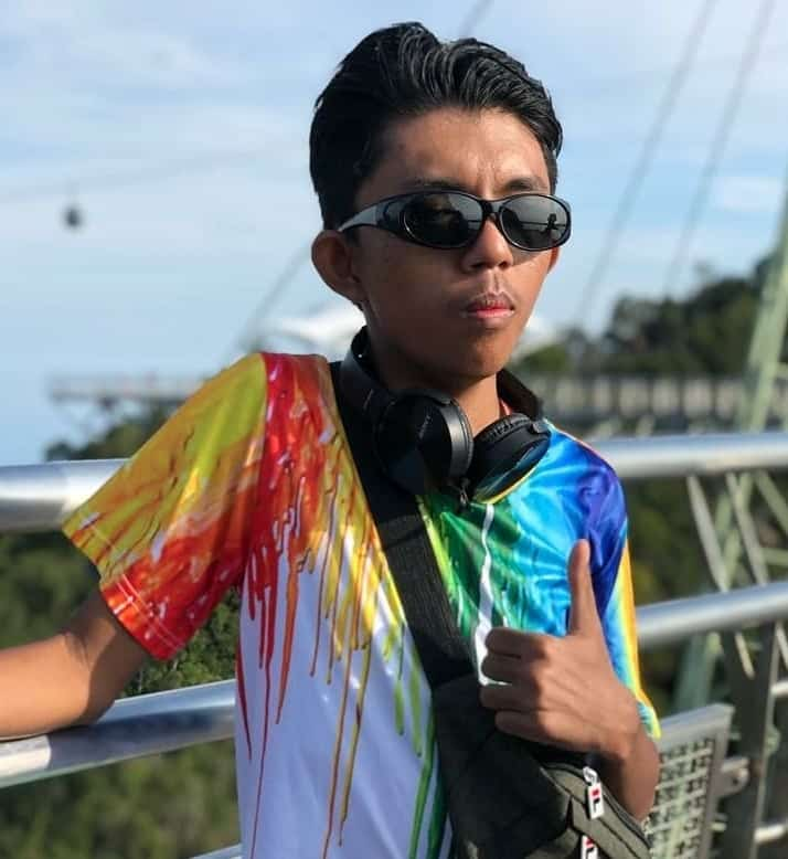 Tebalkan Muka Buat TikTok, Anak 'Bertuah' Ajar Mak Buat Slow-Mo Macam Budak 46