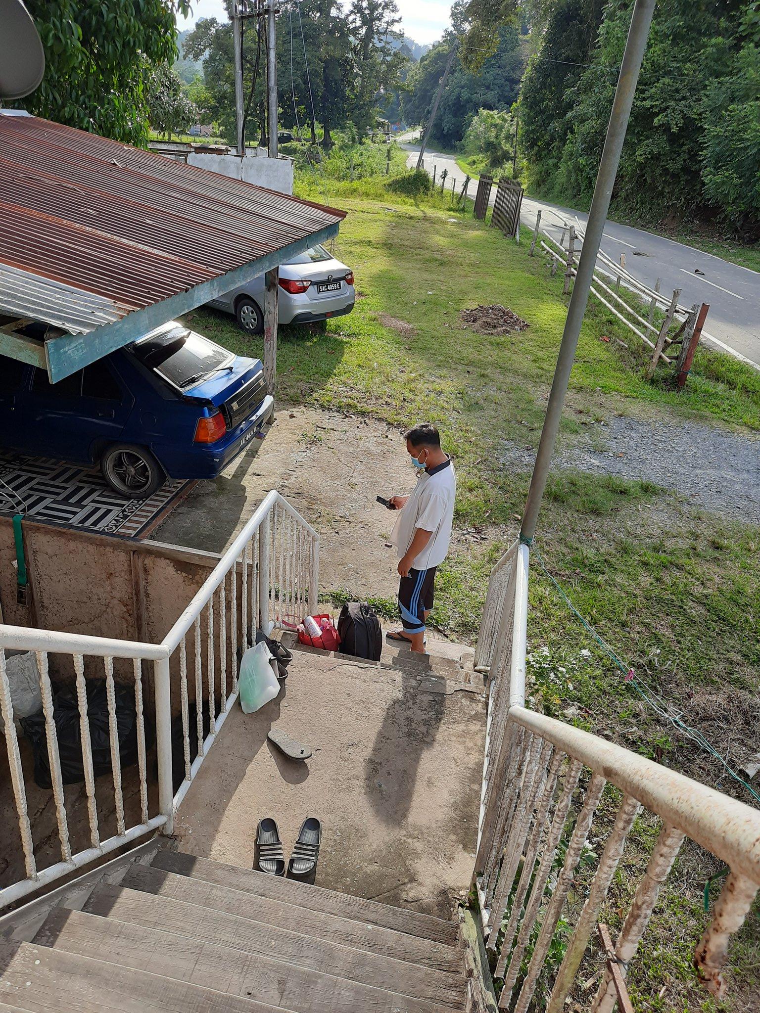 Sanggup Berkorban Tinggal Dalam Kandang, Anak Sebak Tahu Bapa Kena COVID-19..