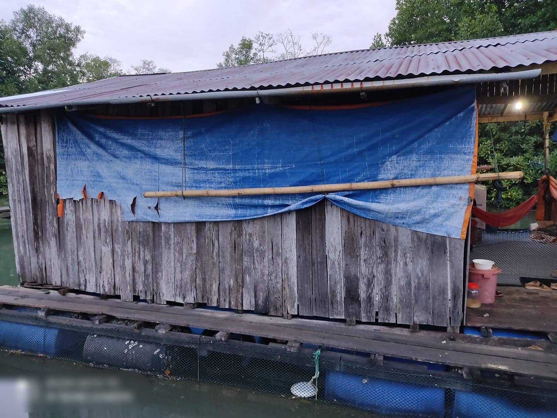 [FOTO] Tinggal Atas Air, Keadaan Dalam Rumah Wanita Ini Buat Ramai Terpegun