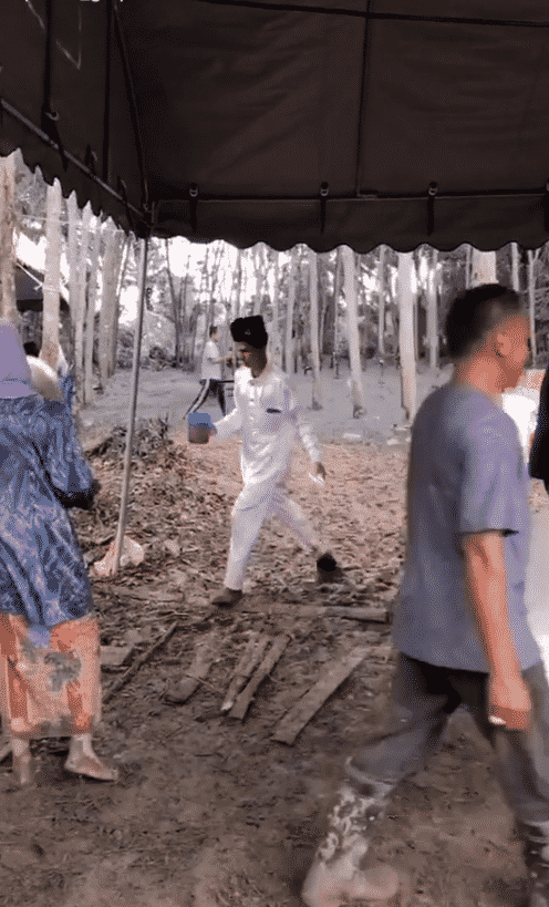 [VIDEO] Lebih Sejuta Views, Pengantin Dipuji Sanggup 'Bergasak' Angkat Dulang..