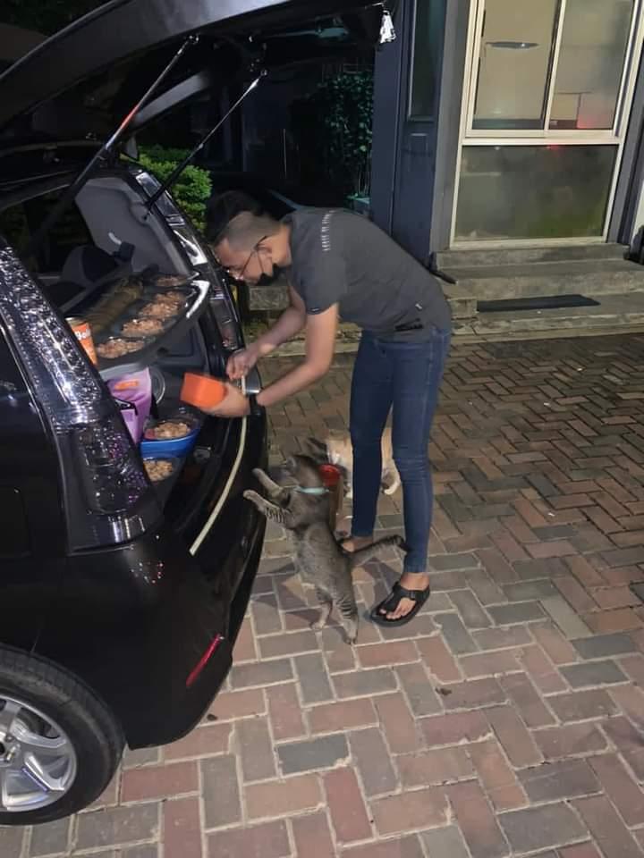Siap Car Booth, Lelaki Kreatif Dipuji Kongsi Rezeki Dengan 'Si Bulus' Jalanan