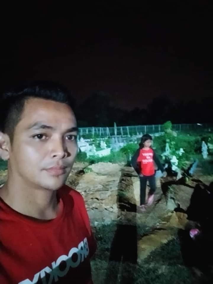 'Cuak' Nampak Budak Tengah Malam Di Kubur, Rupanya Nak Lepas Rindu Pada Mak