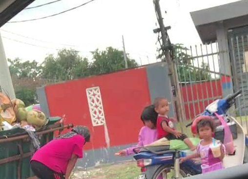 Sayu Ibu Daif Heret Sekali 3 Anak Kecil, Selongkar Tong Sampah Cari Rezeki